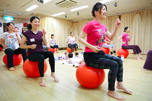 赤ちゃんと一緒に通える 産後ケア 教室 バランスボールエクササイズ 高田馬場スタジオ