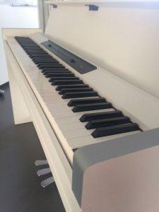 高田馬場 レンタルスタジオ には 電子ピアノ があります。